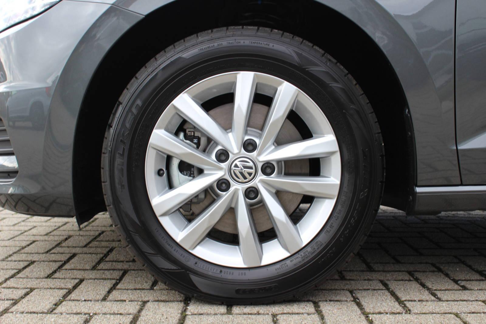 VW Touran Comfortline 1.4 TSI 6-Gang / Deutsche Neufahrzeuge und EU-Neufahrzeuge – Aha! Fahrzeughandel GmbH in Althengstett
