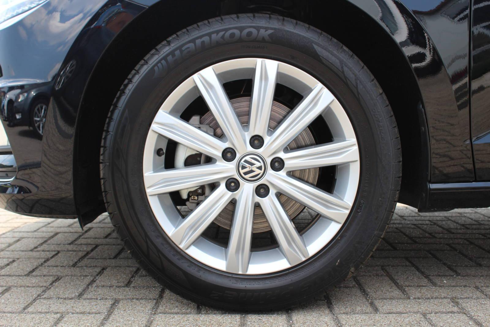 VW Touran Highline 1.4 TSI 6-Gang / Deutsche Neufahrzeuge und EU-Neufahrzeuge – Aha! Fahrzeughandel GmbH in Althengstett