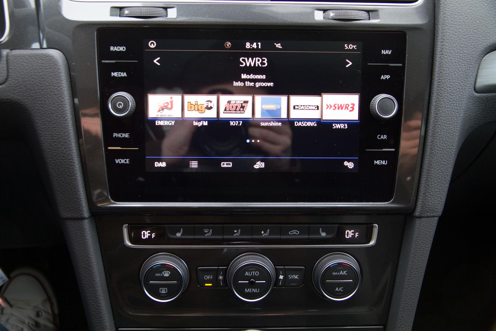 VW Golf 7 Limousine R-Line 1.5 TSI ACT 110 KW 6-Gang / Deutsche Neufahrzeuge und EU-Neufahrzeuge – Aha! Fahrzeughandel GmbH in Althengstett