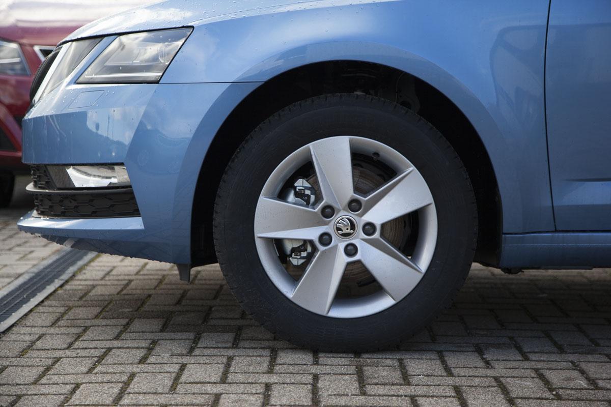 Skoda Octavia Kombi Ambition 1.5 TSI ACT 6-Gang / Deutsche Neufahrzeuge und EU-Neufahrzeuge – Aha! Fahrzeughandel GmbH in Althengstett