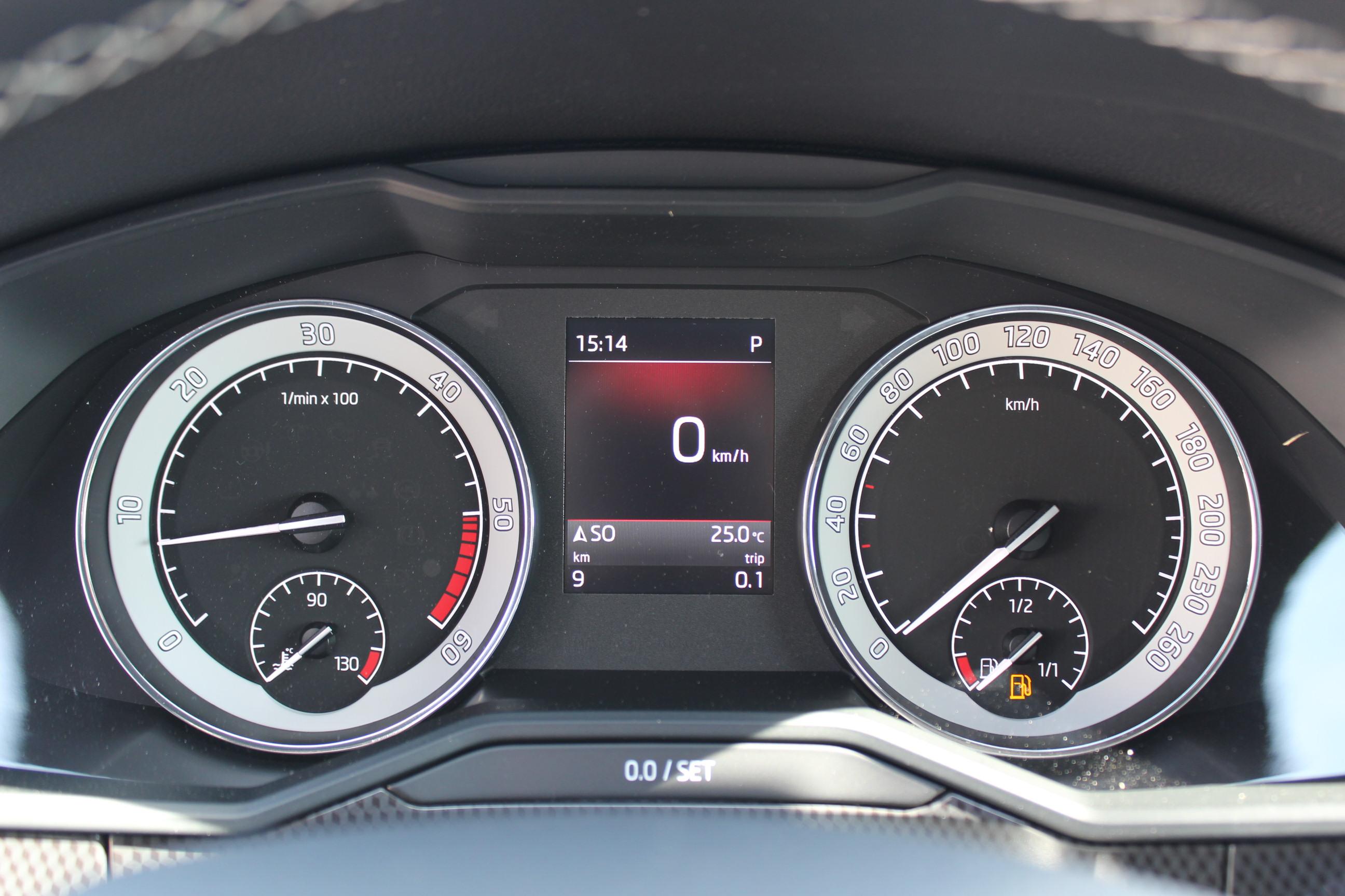Skoda Superb Kombi Sportline 2.0 TDI DSG 4 x 4 / Deutsche Neufahrzeuge und EU-Neufahrzeuge – Aha! Fahrzeughandel GmbH in Althengstett